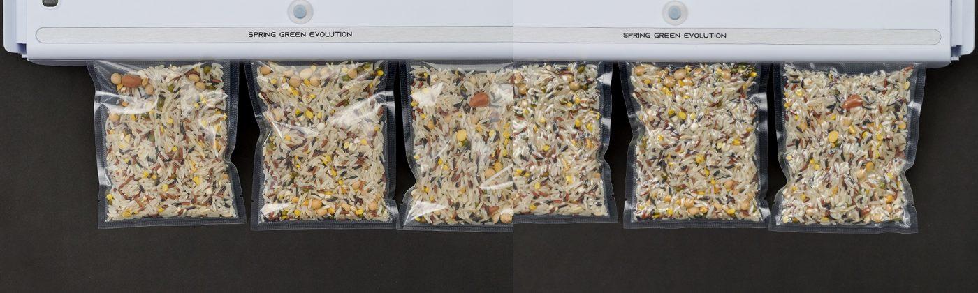 gạo trước và sau khi hút chân không với máy mini VC01-New
