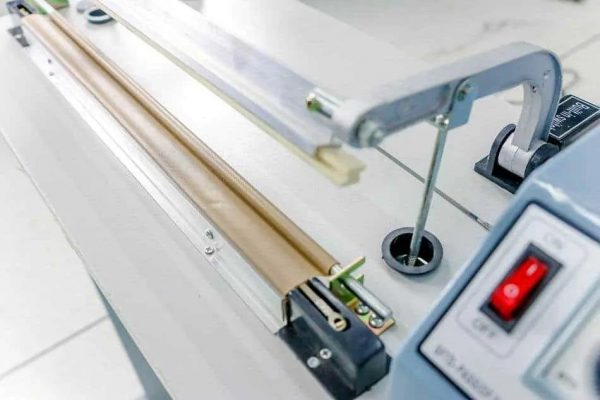 Máy ép miệng túi dập chân FS01 rất dễ sử dụng